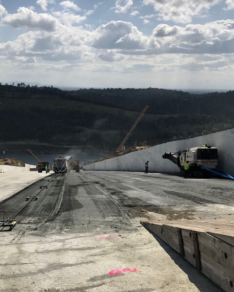 Anrak trucks and workers on the Oroville Dam Spillway