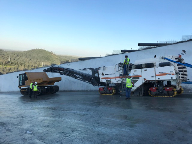 workers and trucks on the Oroville Dam Spillway